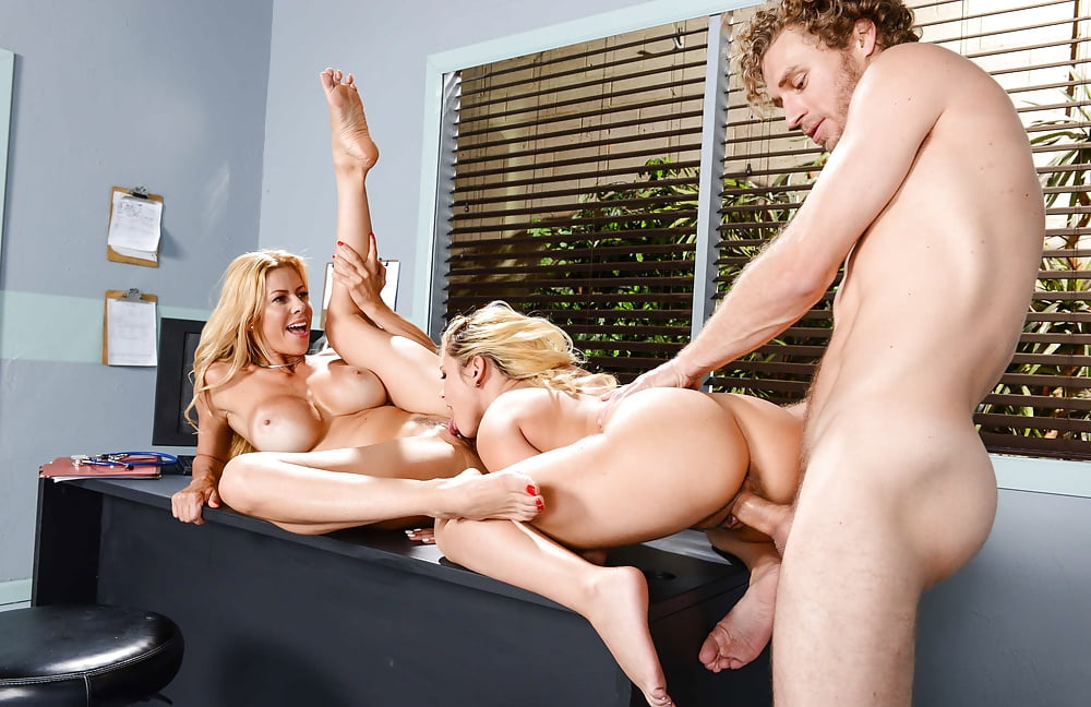 Patrick recommend Hot burnette lady in threesome