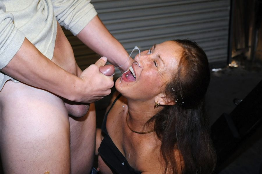 Farwick recommend Lick cum from the floor
